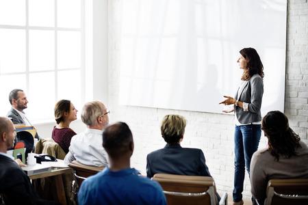 liderazgo empresarial: Los colegas de la conferencia de negocios concepto de comunicación