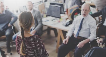세미나 모임 사무실 근무 기업 리더십 컨셉