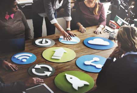 COLABORACION: Símbolo del icono de comunicaciones de Internet Digital Concept Foto de archivo
