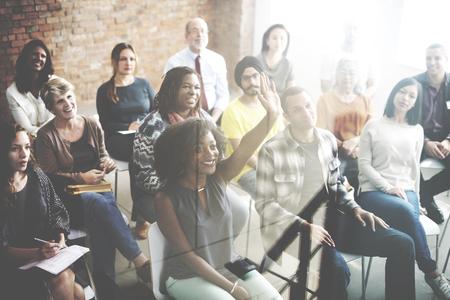 preguntando: La gente diversa Conferencia Inicial Concepto Grupo Foto de archivo