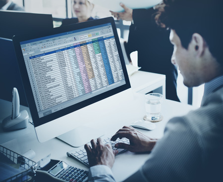会計統計統計概念を働くビジネスマン 写真素材