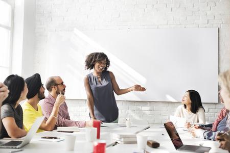 lider: Reunión de discusión Hablar intercambiar ideas en concepto Foto de archivo