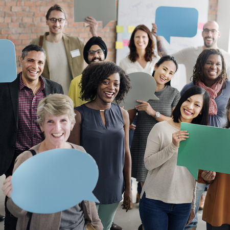Concepto diversa burbuja comunicación de la gente habla