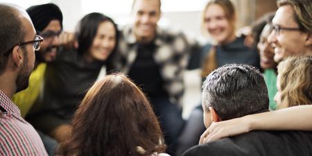 Team Huddle Harmonie Zusammenhalt Konzept Glücklichsein