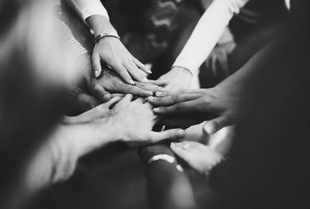 El trabajo en equipo que aúnen sus esfuerzos de apoyo Junto Concept Foto de archivo - 53110408