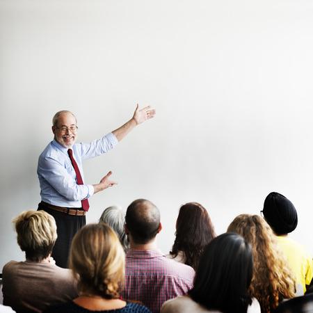 Business Team Seminar Treffen Zuhören Konzept Standard-Bild - 53124377