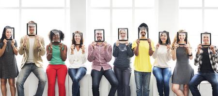 diversidad: Diversidad gente ocasional Amigos Concepto sonriente Foto de archivo