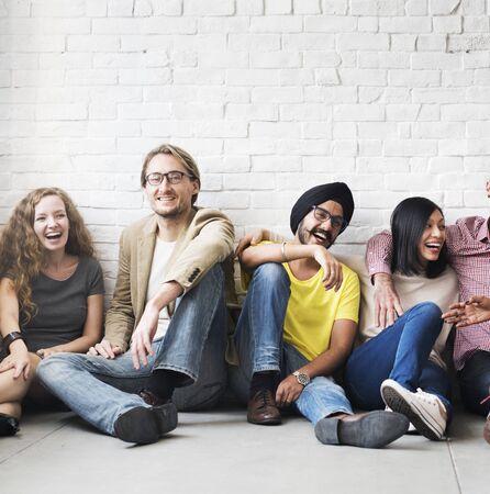 Concepto de la felicidad del ocio de la unidad de la amistad de la gente