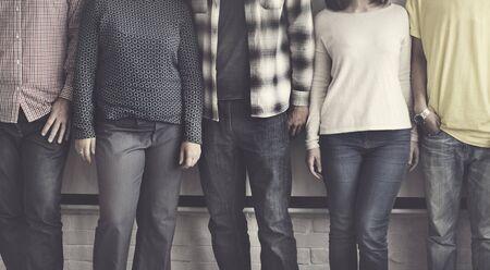 personas de pie: Diversidad Amigos Amistad Felicidad
