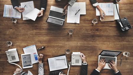 비즈니스 사람들이 회의 성장 성공 대상 경제 개념
