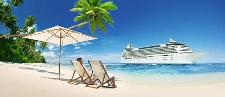Un couple de détente sur la plage Cruise Ship Concept