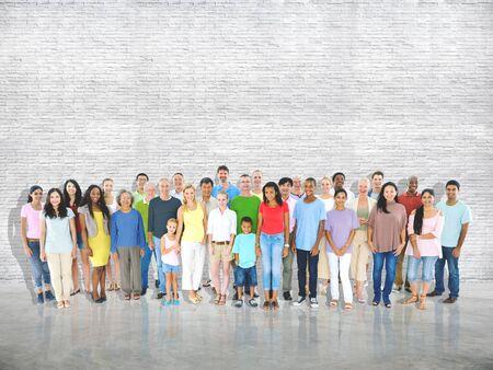 Multi-etnische groep van gemengde leeftijd mensen samen familie Concept