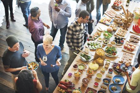 multitud de gente: Almuerzo Choice Multitud Opciones culinarias Alimentación concepto de alimentación