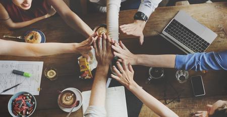 ビジネス チームお祝いパーティーの成功の概念