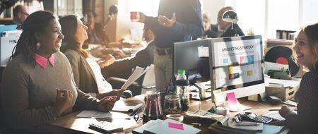 personas trabajando: Oficina Persona colegas concepto de comunicación