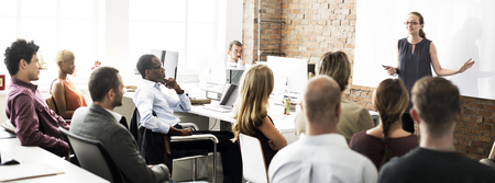 liderazgo: La gente de negocios Reuni�n concepto conferencia Seminario