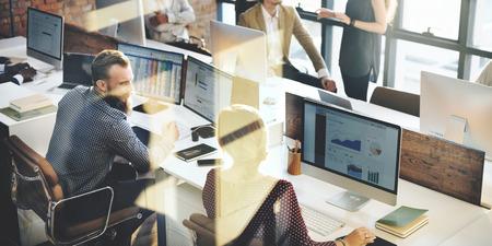 テクノロジー: ビジネス マーケティング チーム ディスカッション企業コンセプト 写真素材
