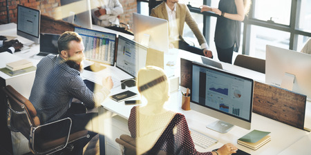 an office work: Negocio de la comercialización del equipo Discusión concepto corporativo