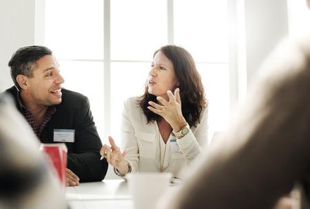 Het bedrijfs mensen spreken Het bespreken Concept