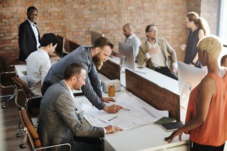 strategy: Colegas diseño creativo de planificación de la estrategia concepto de oficina