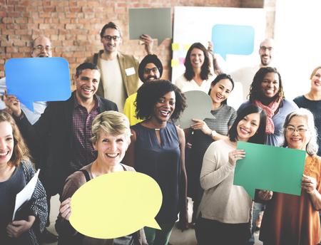 comunidad: Concepto diversa burbuja comunicación de la gente habla