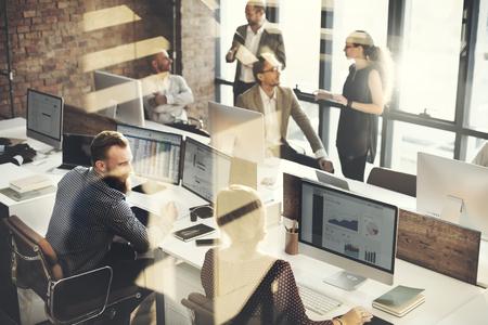 cooperacion: Negocio de la comercializaci�n del equipo Discusi�n concepto corporativo