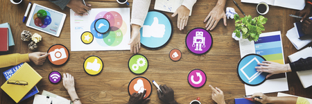 Leute, die Sitzung Verbindung Social Networking Kommunikationskonzept