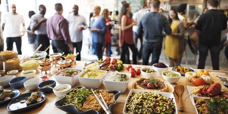 fiesta familiar: Concepto del partido del buffet Cena Comedor Comida Celebración Foto de archivo
