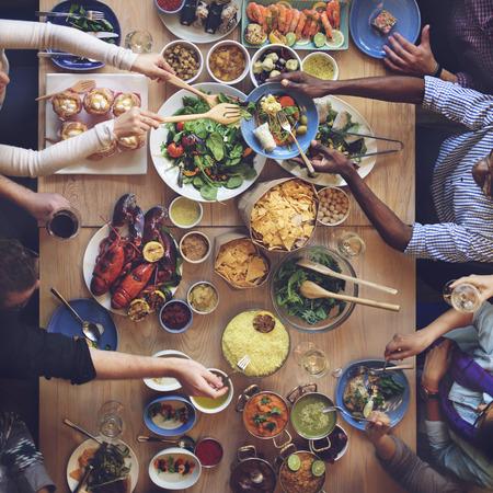 familia cenando: La comida del buffet Catering Comer Comer partido concepto Sharing