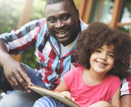 子育て関係の娘父家族子供の概念 写真素材