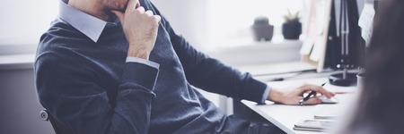 초점을 사고 계획 Office 근로자 비즈니스 개념