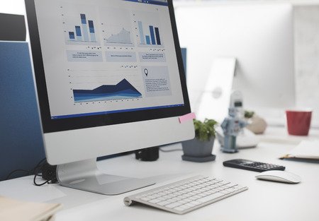 Espace de travail Bureau de travail Comptabilité Analyse Concept Banque d'images