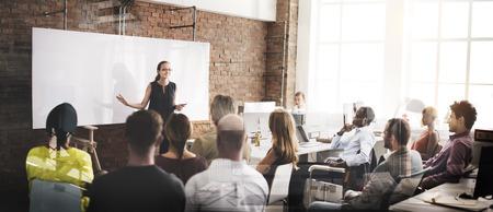 reunion de personas: Concepto de negocios Reunión de altavoces Seminario Empresarial