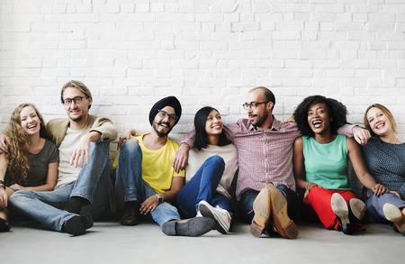 personas abrazadas: Friends Support Team Unity Friendship Concept