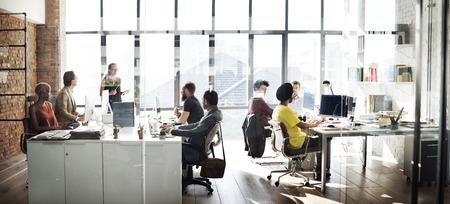Business Team Besetzt Arbeits Reden Konzept Standard-Bild - 53714482