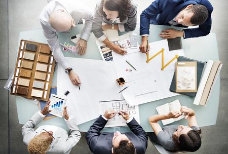 비즈니스 사람들이 계획 청사진 아키텍처 개념