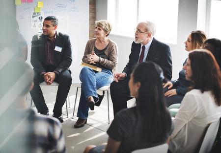 Concepto de Trabajo Discusión de la conferencia de negocios Meeting People