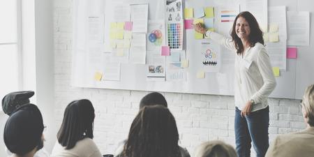 Diseño Reunión del Equipo de concepto creativo Presentación