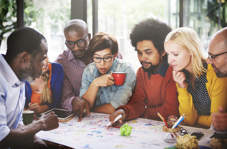La gente che incontra concetto di lavoro di squadra del collegamento di comunicazione sociale Archivio Fotografico