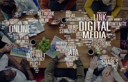 デジタル メディアの共有インターネット投資リンク計画コンセプト 写真素材