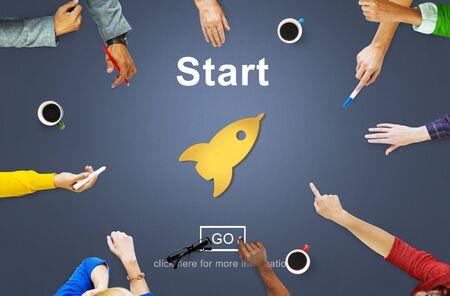 comenzar: Comenzar iniciar la activaci�n de comenzar Primero Construir Delantero Concept Foto de archivo