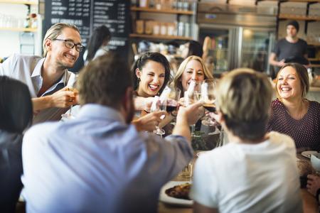 fiesta: Comer Concepto del partido de la cena Saludos