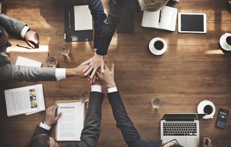 manos juntas: Concepto de negocio de equipo Empoderamiento motivación Éxito