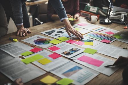 tvůrčí: Obchodní Lidé Diverse Brainstorm Meeting Concept