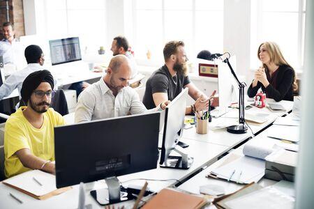 empleados trabajando: Lugar de trabajo Trabajo Interacción estacionario Concepto de negocio
