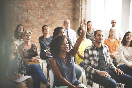 Publiek Meeting Seminar opgeheven armen Asking Concept