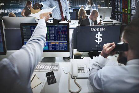 tecnología informatica: Donar el concepto de asistencia en efectivo El dinero de regalo Foto de archivo