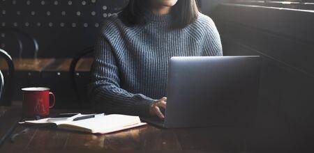 Schöne Frau, Home Office Lifestyle-Konzept Standard-Bild