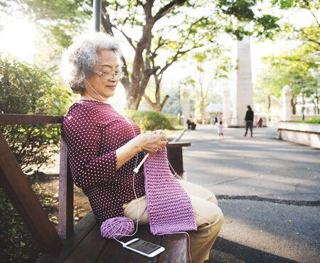 abuela: Ganchillo Tercera edad Hobby Concepto de la artesanía