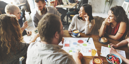 Reunión del Equipo de Lluvia de planificación concepto de Análisis